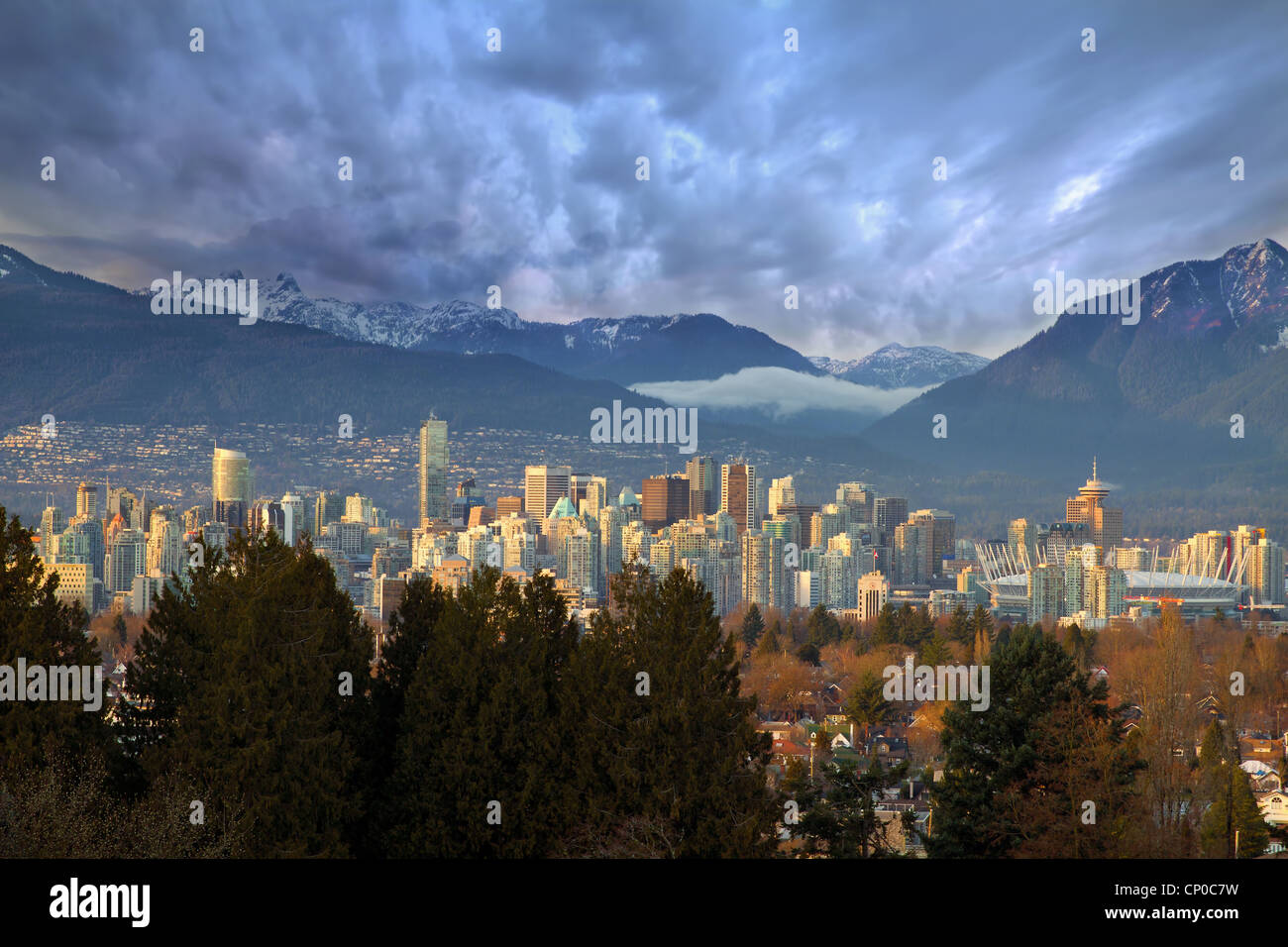 Vancouver (Colombie-Britannique) Canada le centre-ville avec des montagnes Photo Stock