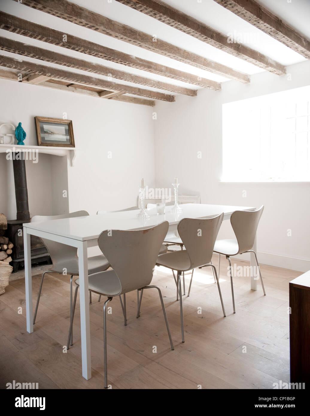 Salle à manger avec poutres apparentes, Orchard Cottage, au Royaume-Uni. Photo Stock