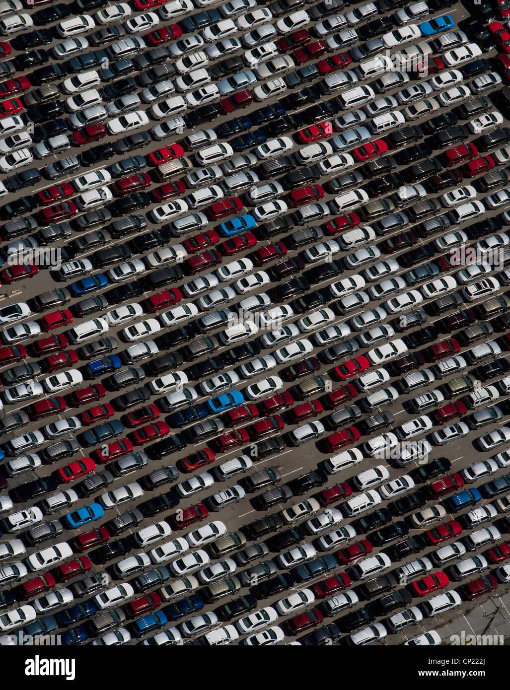 Photographie aérienne la voiture de location près de l'aéroport International de San Francisco SFO Banque D'Images