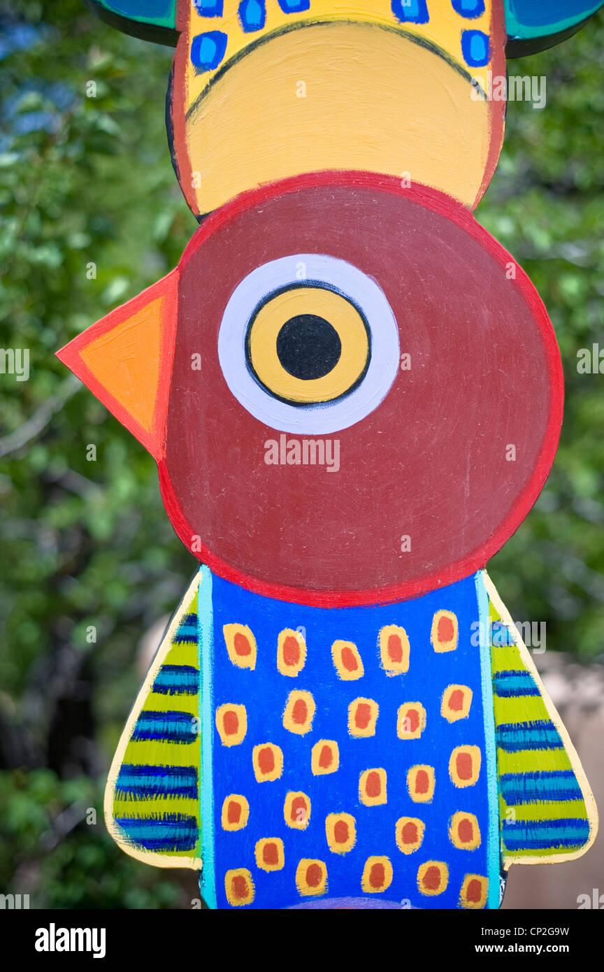 Une sculpture lunatique accueille les visiteurs d'une galerie d'art sur Canyon Road à Santa Fe, Nouveau Photo Stock