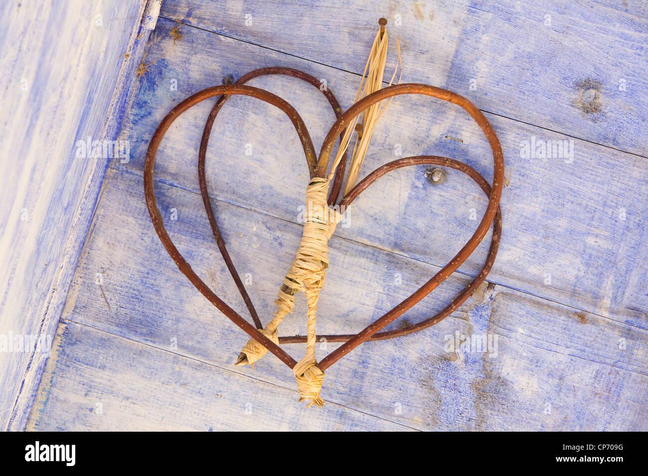 En bois faits à la main l'amour coeur dans un atelier de rempotage à RHS Garden Harlow Carr Photo Stock