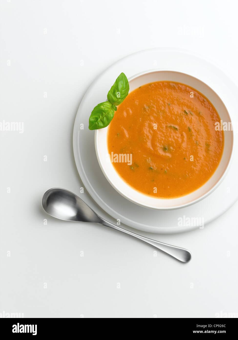 Soupe de tomate et basilic Photo Stock
