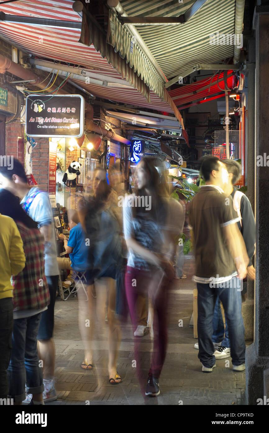 Nuit dans la région de Tianzifang entertainment et commerçant sur Taikang Road à Shanghai Chine Photo Stock