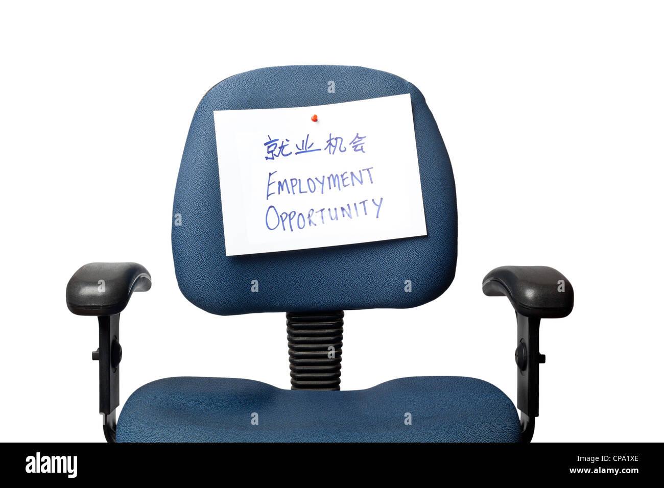 Chaise de bureau avec une possibilité d'emploi inscription écrite en Chinois isolé sur fond blanc Photo Stock