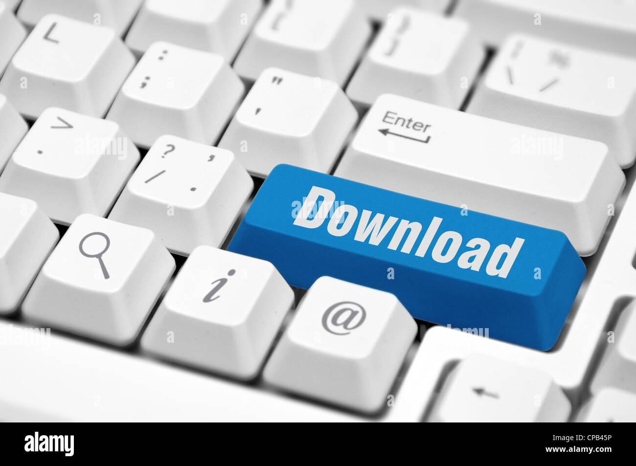 Touche ou sur le bouton de téléchargement de fichier internet montrant ou de partage des données Photo Stock