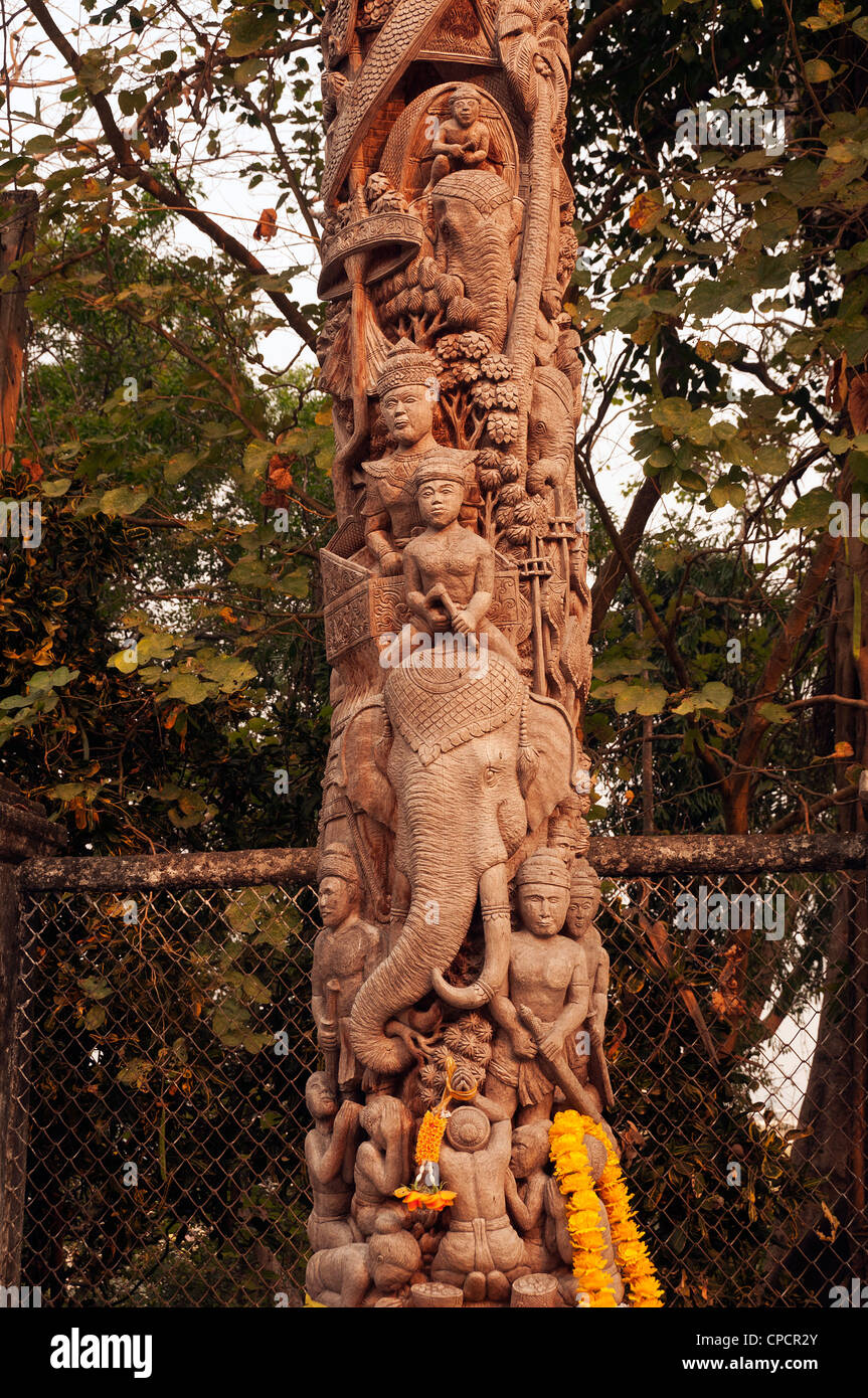 Elk208-5099v Thaïlande, Chiang Rai, Wat Ngam Muang, la sculpture sur bois Photo Stock