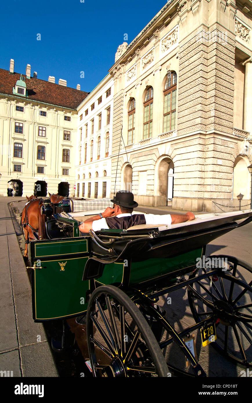 Balade en calèche à la Hofburg, Site du patrimoine mondial de l'UNESCO, Vienne, Autriche, Europe Photo Stock