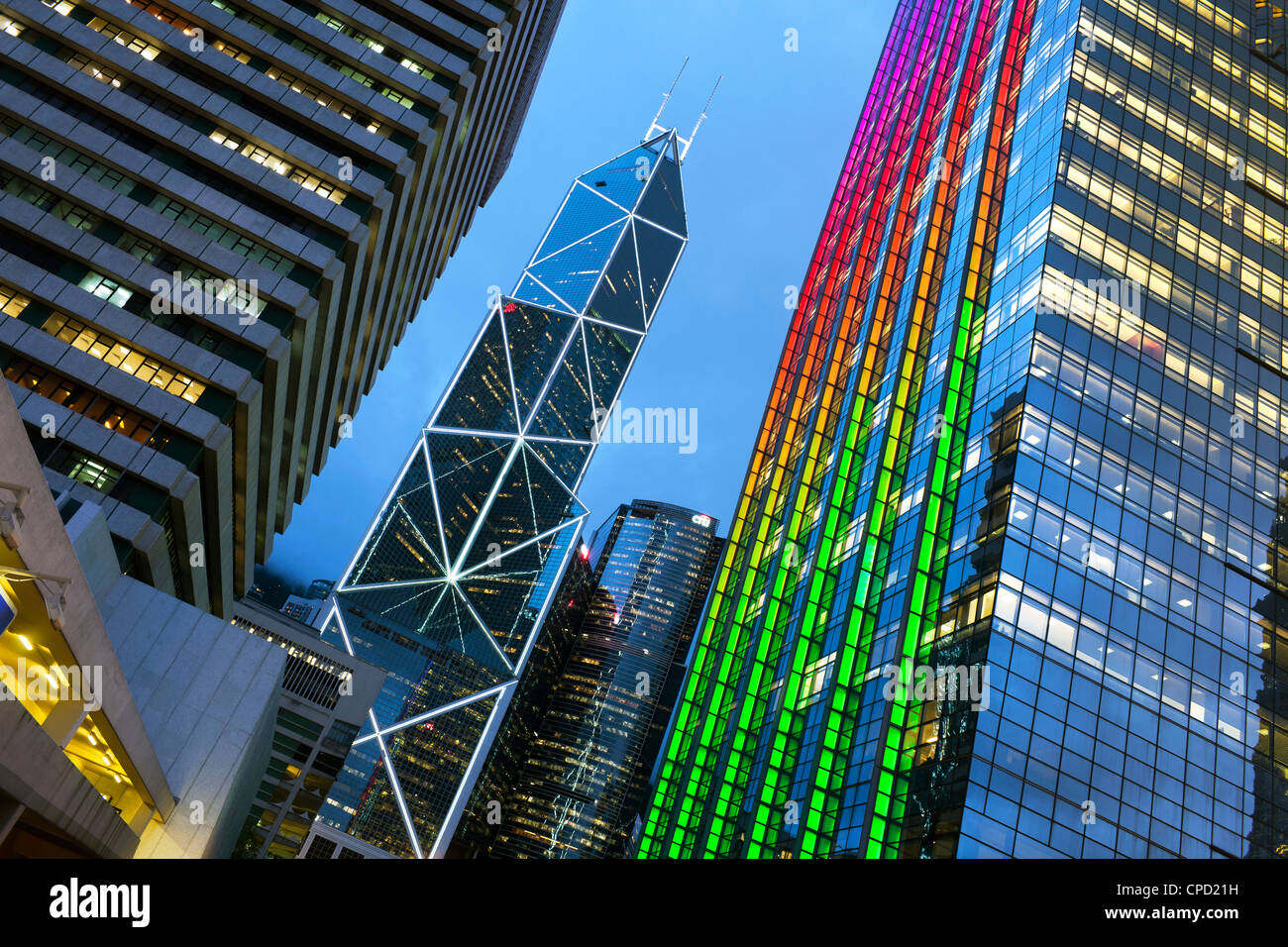 Bâtiment de la Banque de Chine et Hong Kong skyline at Dusk, Hong Kong, Chine Photo Stock