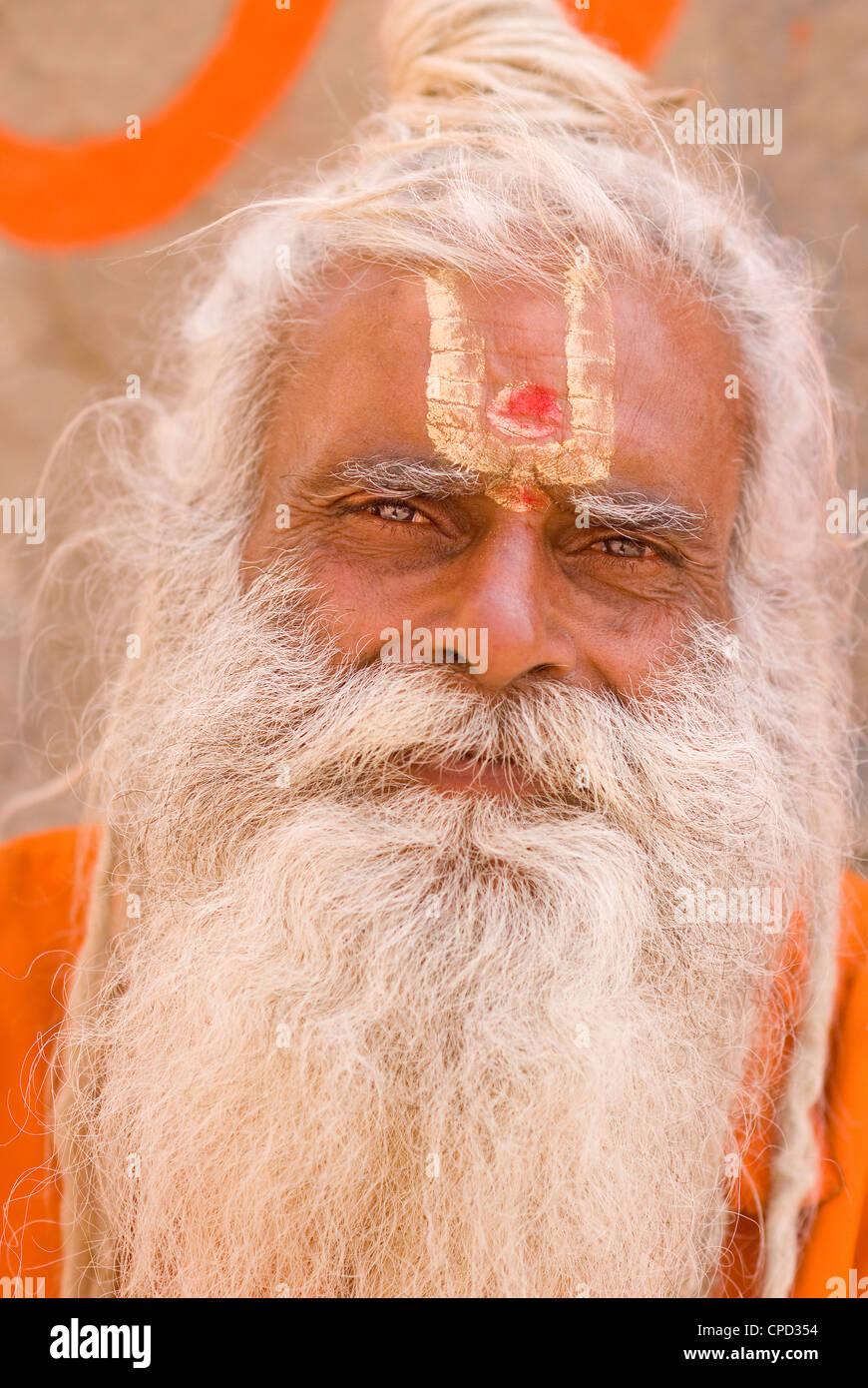 Saint homme (Sadhu), Varanasi, Uttar Pradesh, Inde, Asie Photo Stock
