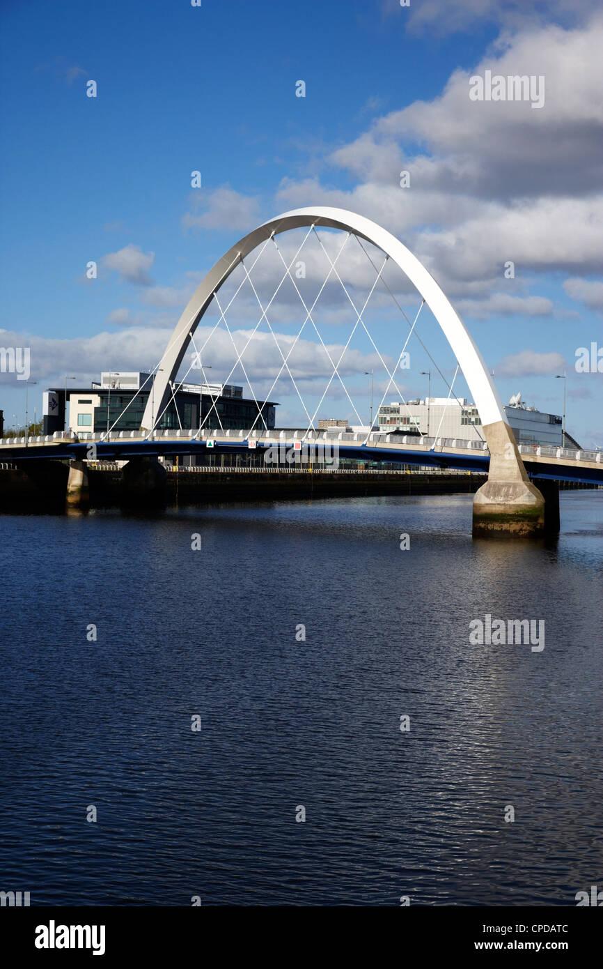 Le Clyde Arc pont sur la rivière Clyde à Glasgow Scotland UK Banque D'Images