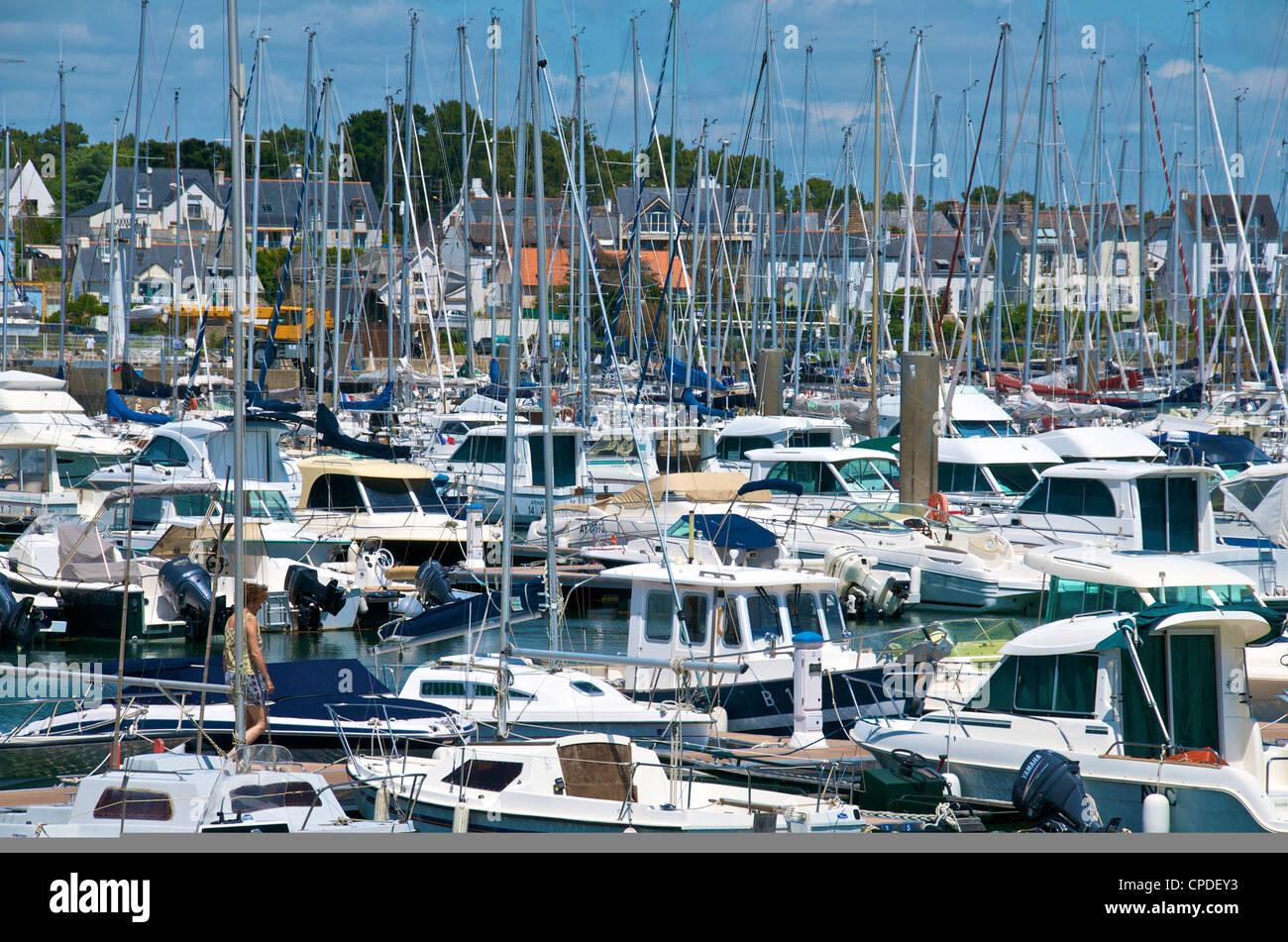 Yachts amarrés dans port de Trinite Sur Mer, Morbihan, Bretagne, France, Europe Photo Stock