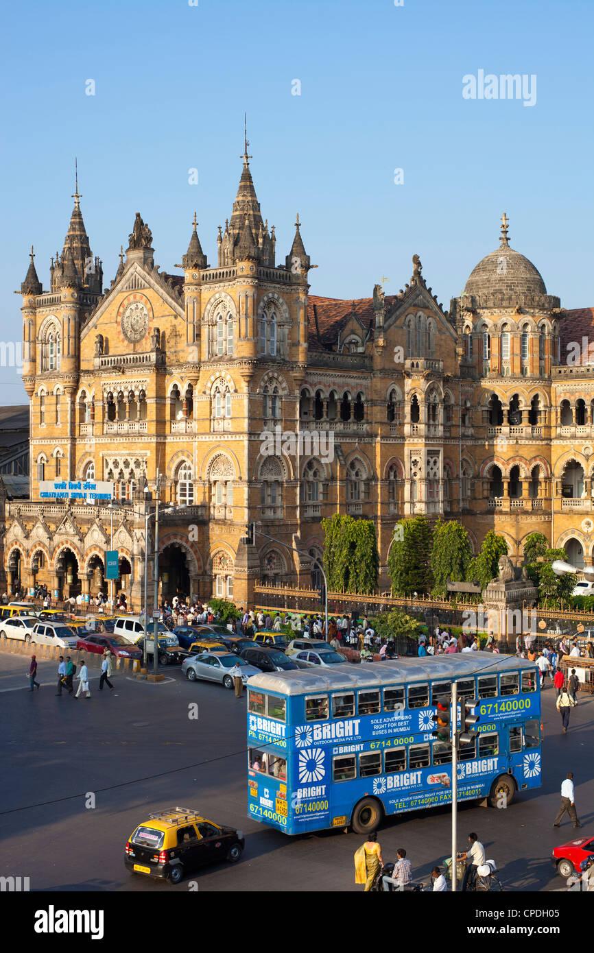 La gare Chhatrapati Shivaji (Victoria Terminus), UNESCO World Heritage Site, Mumbai, Maharashtra, Inde, Asie de Photo Stock