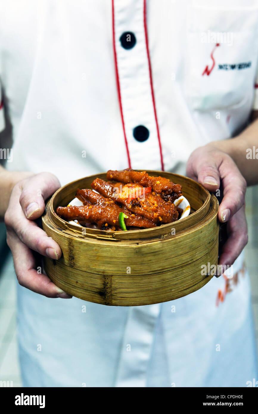 Dim sum préparation dans un restaurant de cuisine à Hong Kong, Chine, Asie Photo Stock