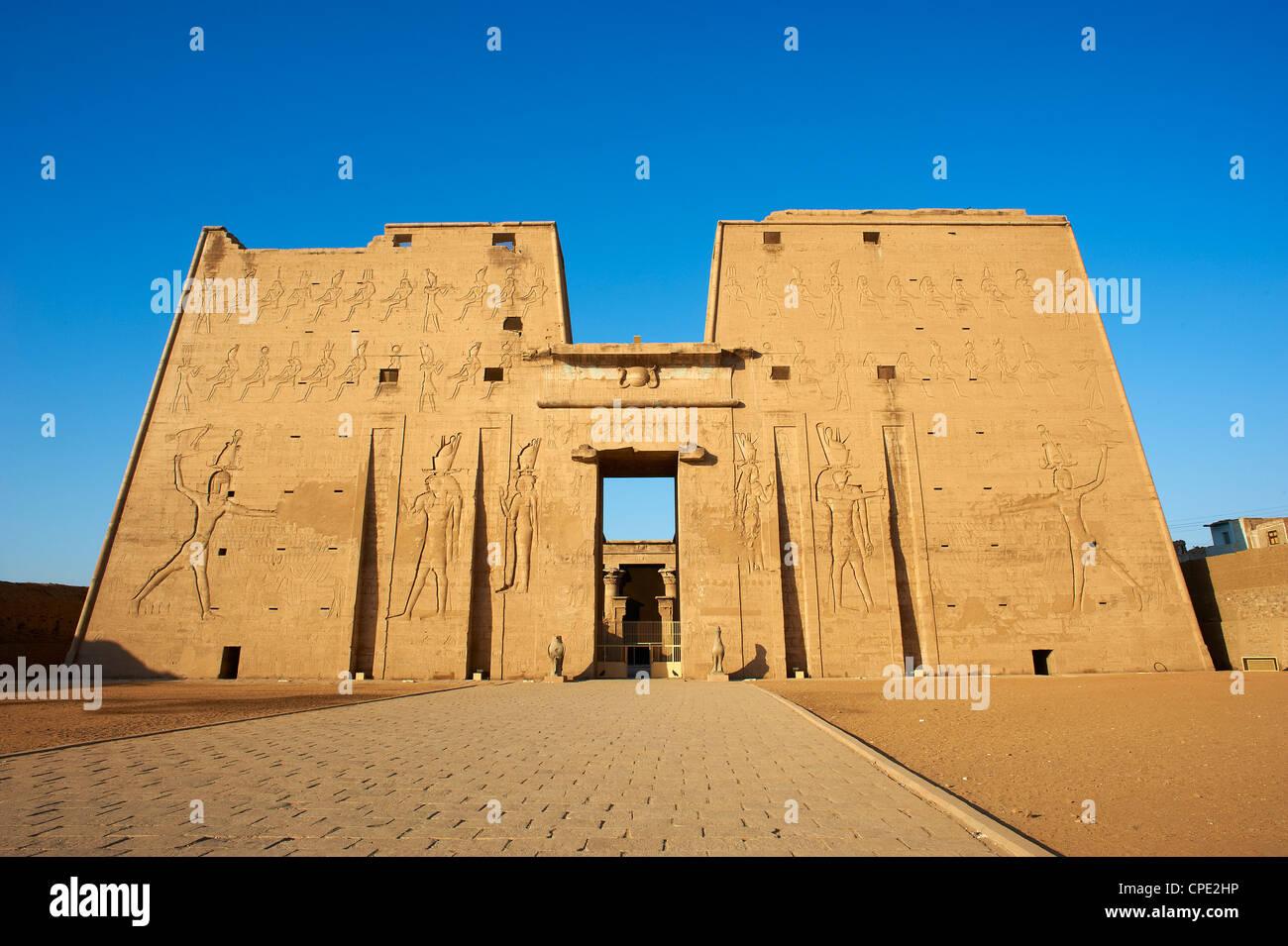 Pylône, Temple d'Horus, Edfou, Egypte, Afrique du Nord, Afrique Photo Stock