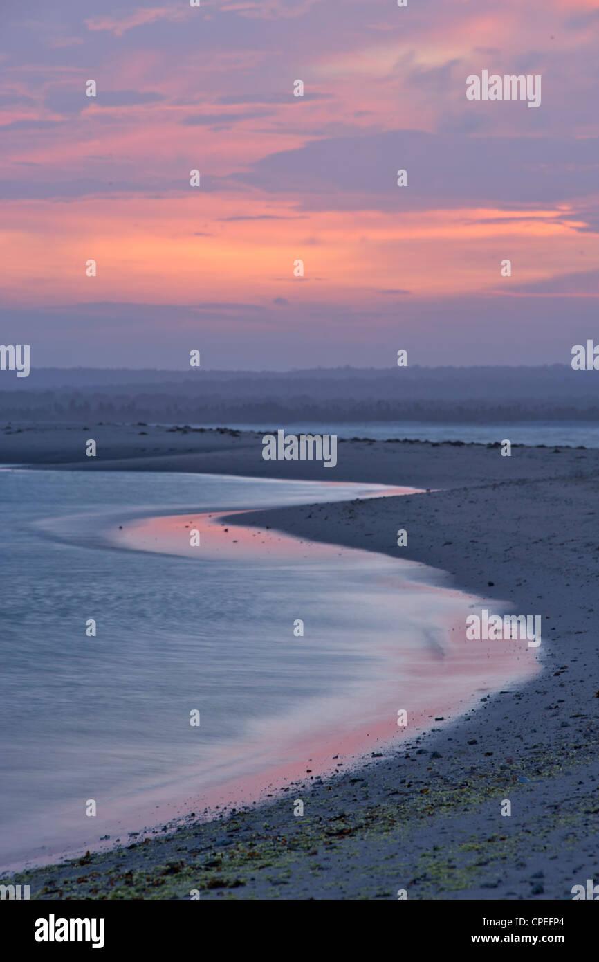 Coucher de soleil sur Mogundula island dans l'archipel des Quirimbas au nord du Mozambique. Photo Stock