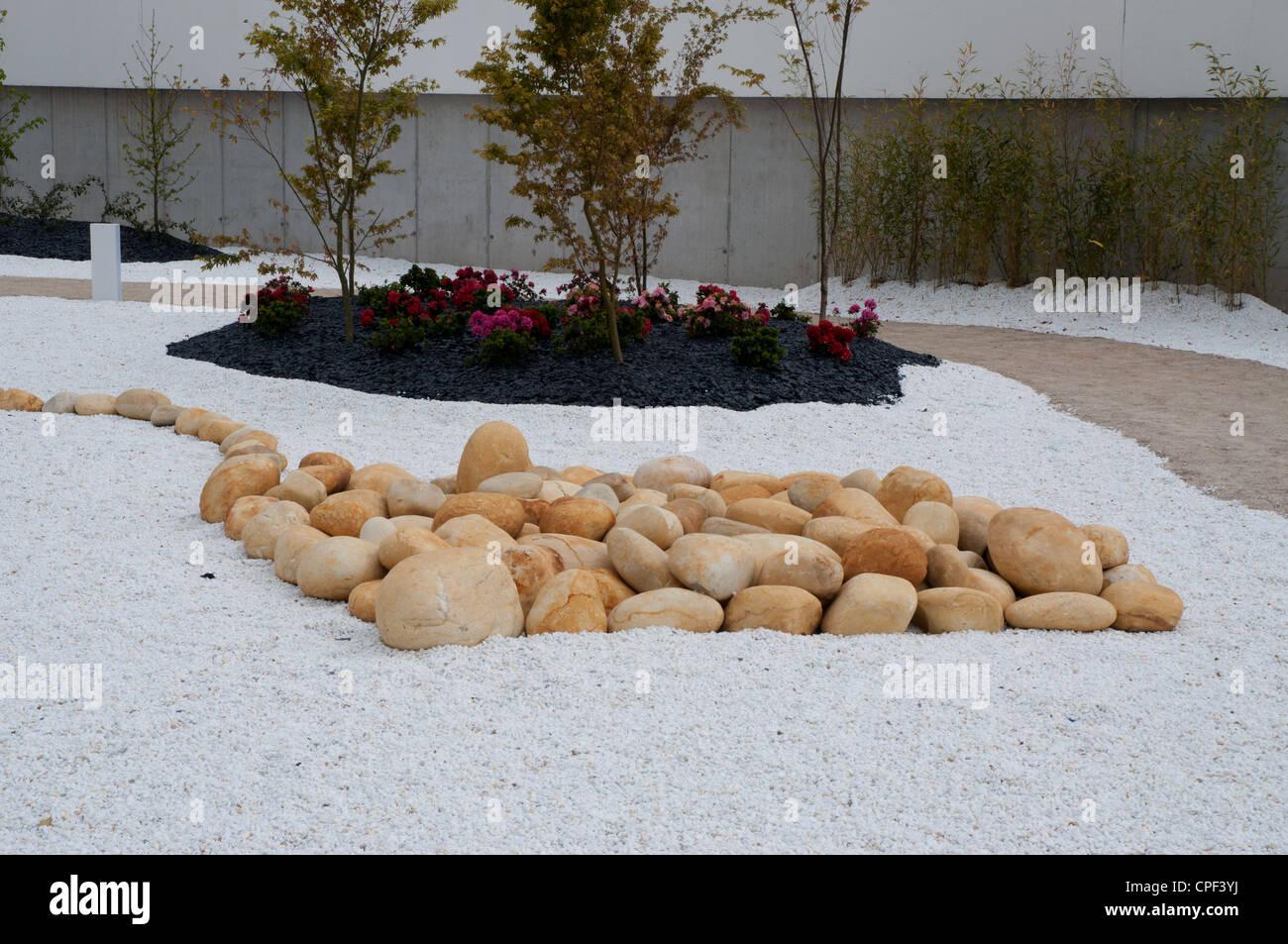 Des arrangements modernes de jardin public area en utilisant ...