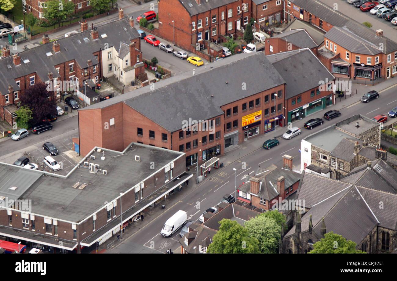 Vue aérienne de petites boutiques à Headingley, où voie nord répond à l'Otley Road Banque D'Images