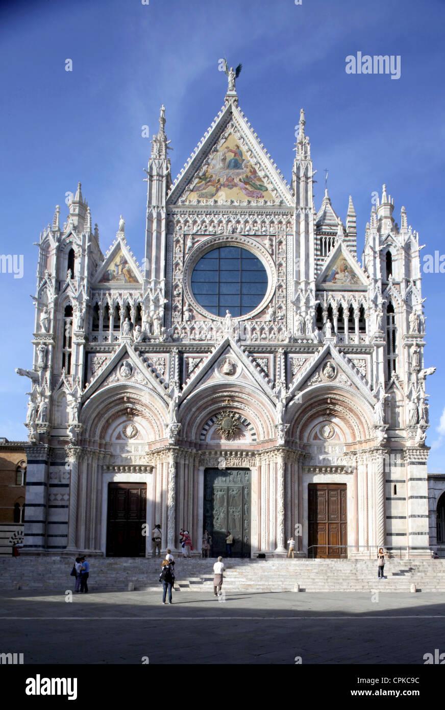 La CATHÉDRALE DE SIENNE façade principale Siena Toscane Italie 10 Mai 2012 Photo Stock