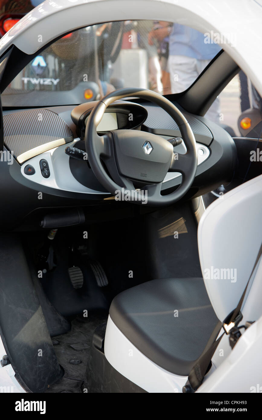 https://c8.alamy.com/compfr/cpkh93/detail-de-linterieur-ou-lhabitacle-de-la-voiture-electrique-renault-twizy-unite-de-production-cpkh93.jpg