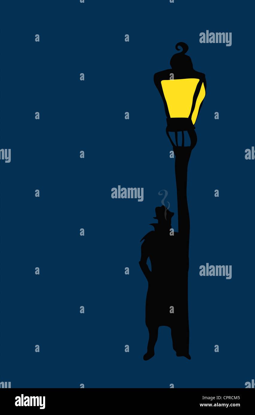 Silhouette de détective privé fumeurs debout à côté d'un lampadaire. Photo Stock