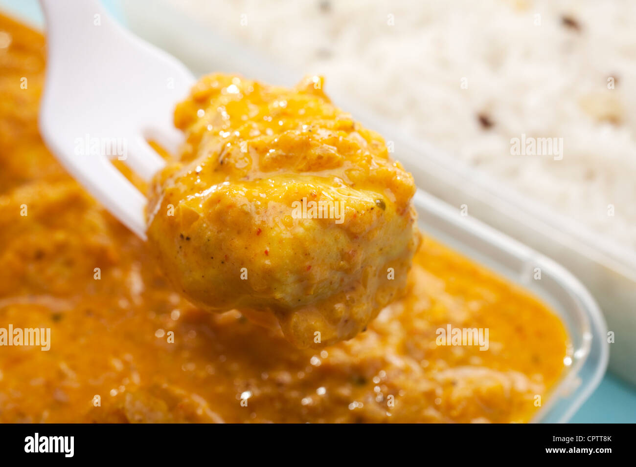 Pièce montée des fourches des Affaires indiennes à emporter repas de poulet curry bhuna ou bhoona Photo Stock