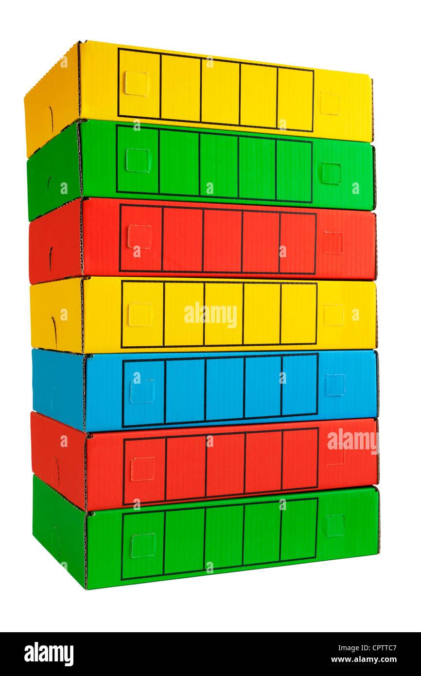 Une pile de boîtes d'archives dans des couleurs vives. Petite ombre à la base. Photo Stock