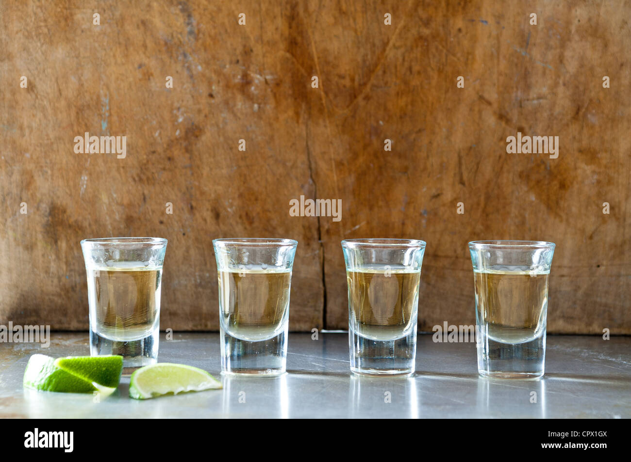 Rangée de tequila shots Photo Stock