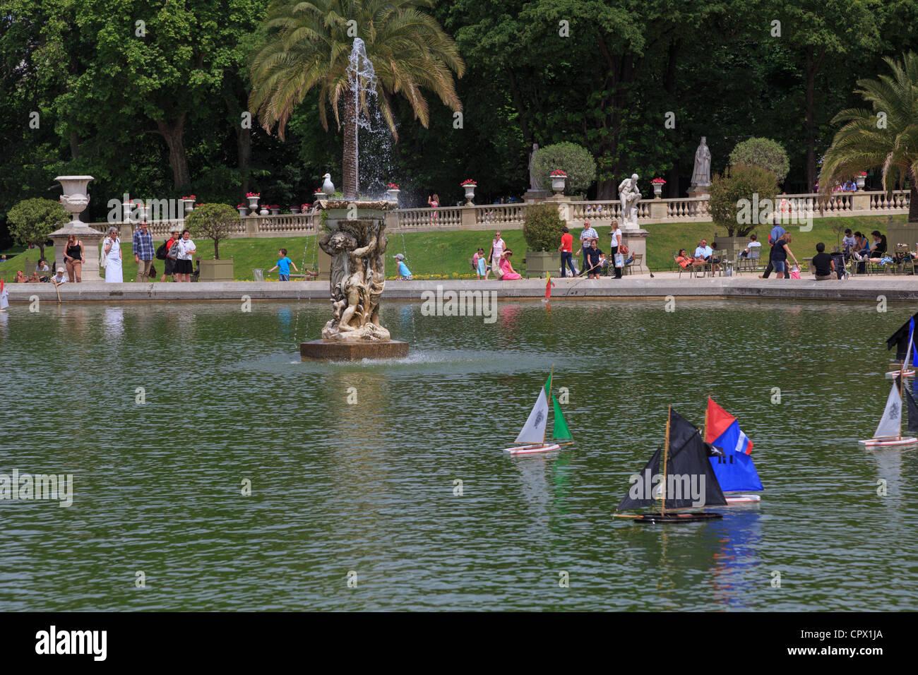 Les Jardins Du Luxembourg Paris Bateaux A Voile Modele Sur Le