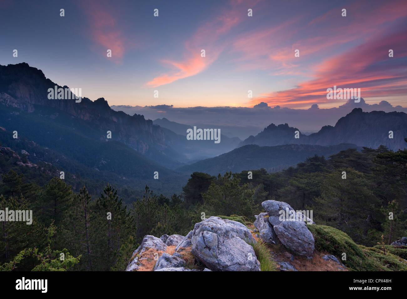 Le Col de Bavella à l'aube, des montagnes de Bavella, Corse, France Photo Stock