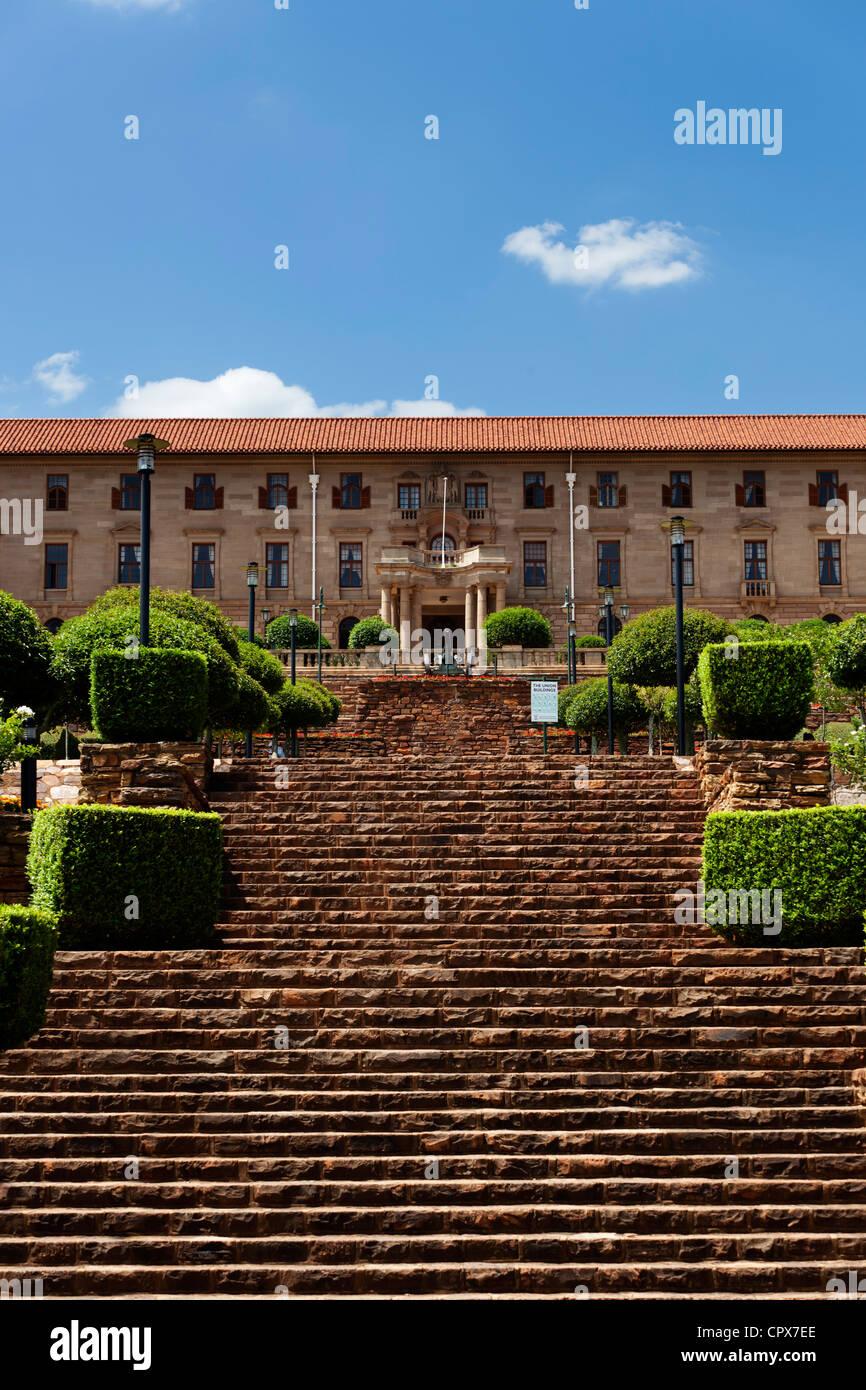 Les édifices du Parlement de Pretoria, avec des escaliers en premier plan Photo Stock