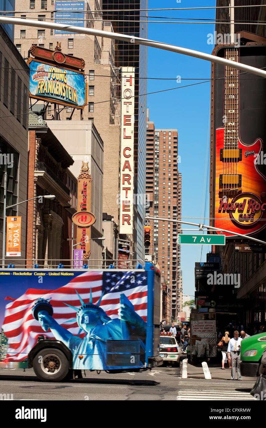 United States, New York City bus, sceny au carrefour entre la 43e Rue et la 7e Avenue Photo Stock