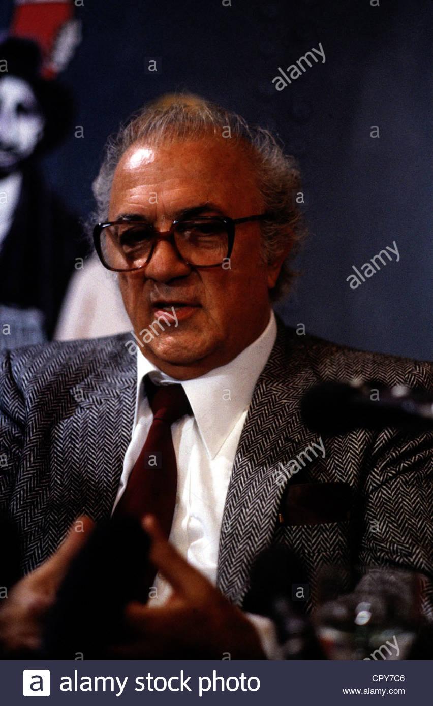 Fellini, Federico, 20.1.1920 - 31.10.1993, réalisateur italien, portrait, au cours d'une entrevue, les Photo Stock