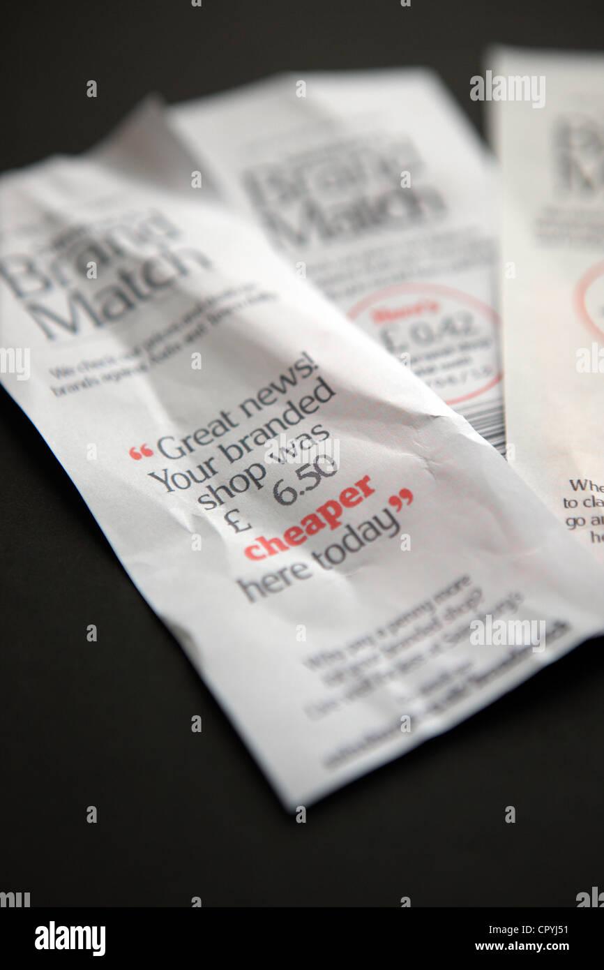 Les recettes de match marque supermarché Sainsbury's montrant combien vous avez enregistré dans leur Photo Stock