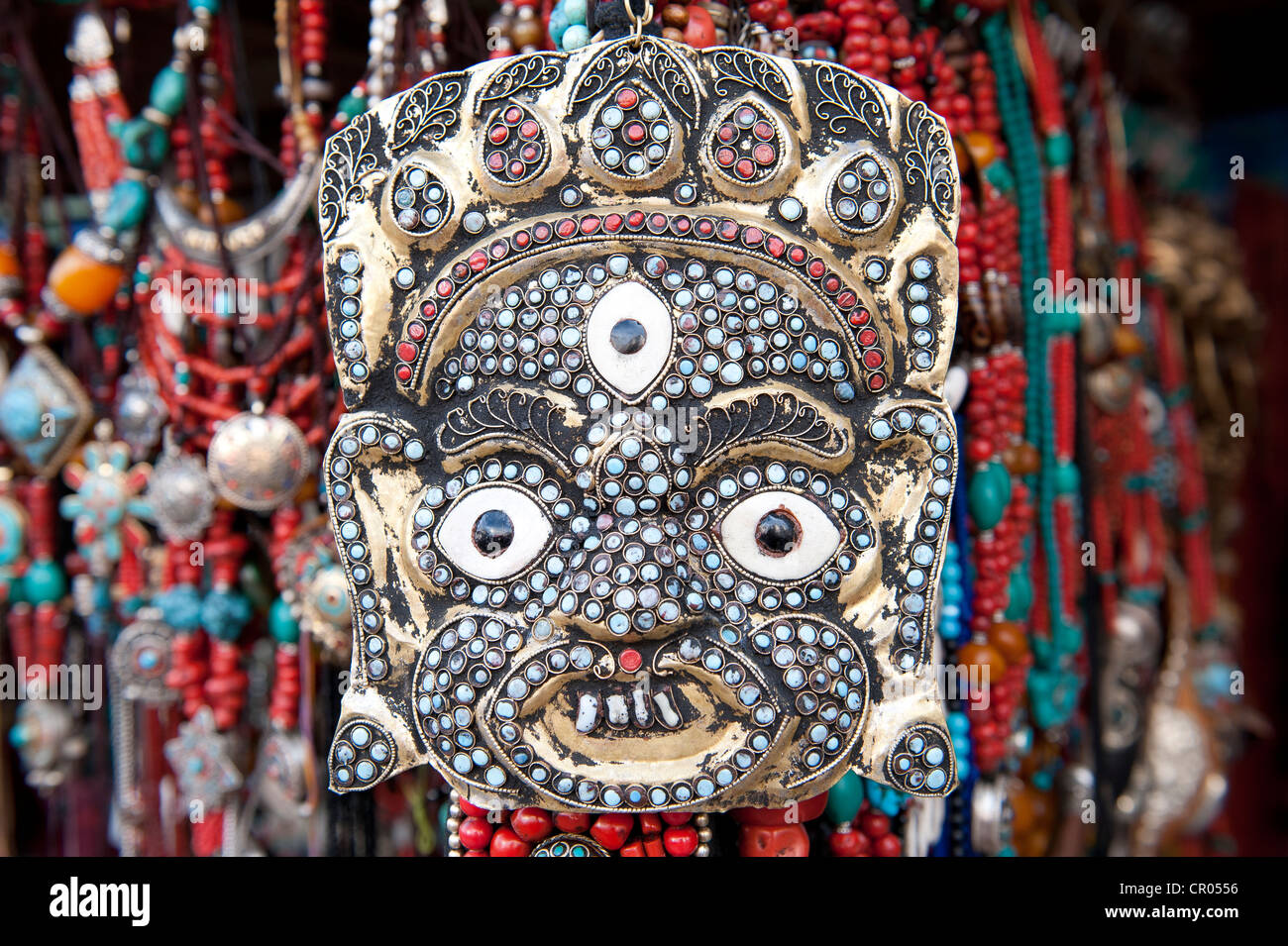 Masque tibétain, bijoux, colliers, boutique souvenirs, Lhassa, de l'Himalaya, le Tibet central, Ue-Tsang, Photo Stock