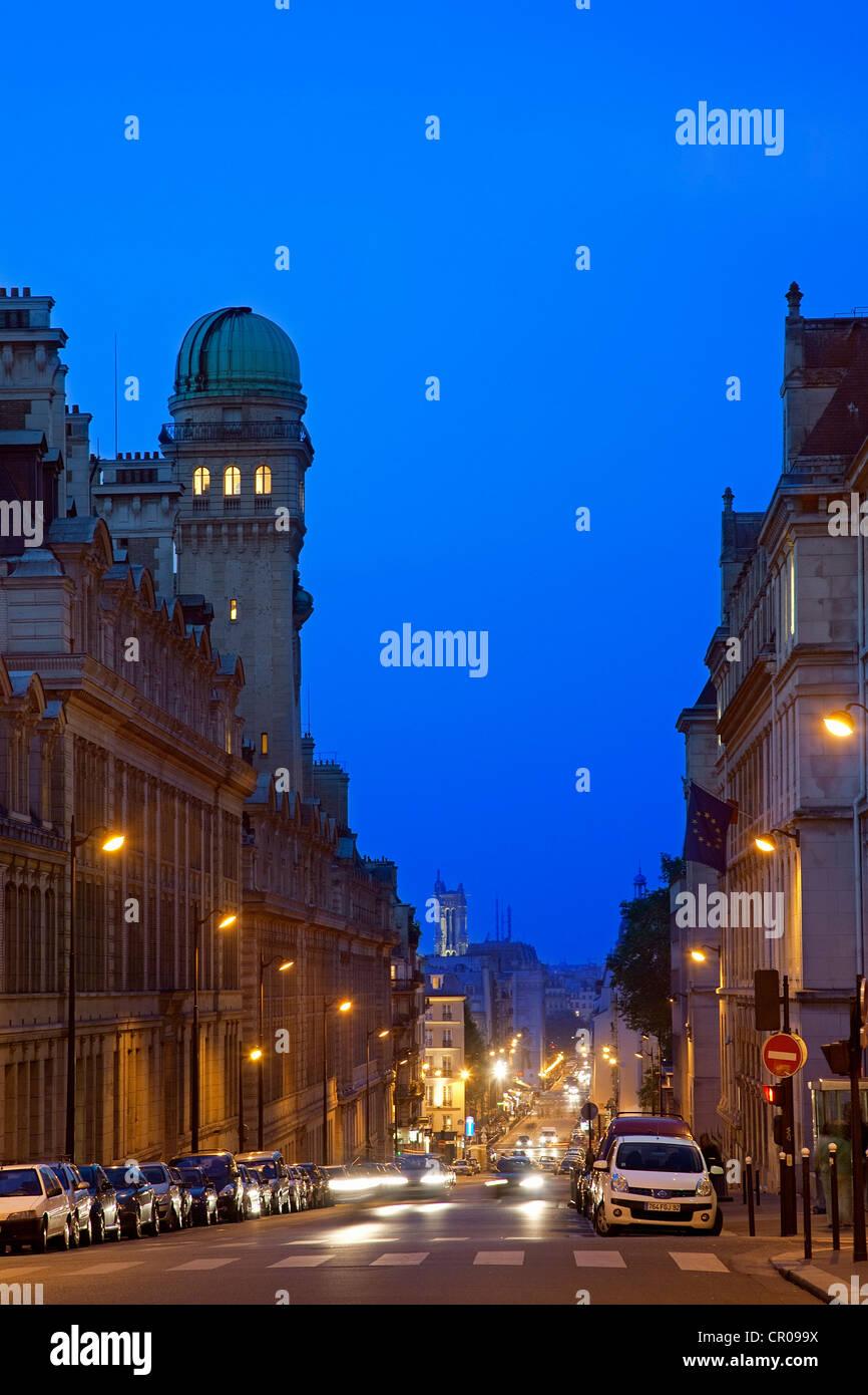 France, Paris, Rue Saint Jacques au carrefour avec la Rue Soufflot Photo Stock