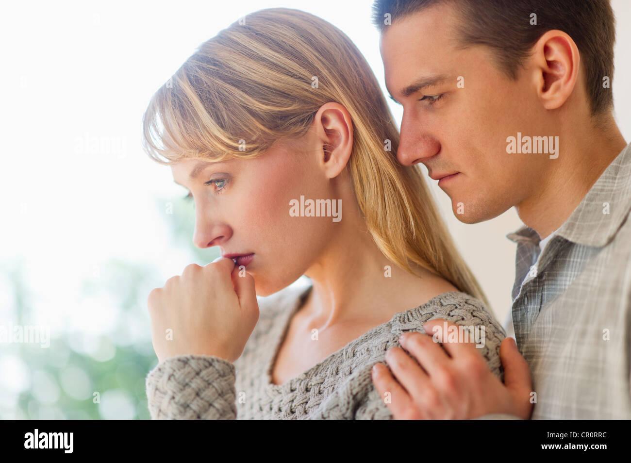 USA, New Jersey, Jersey City, Portrait de couple triste Photo Stock