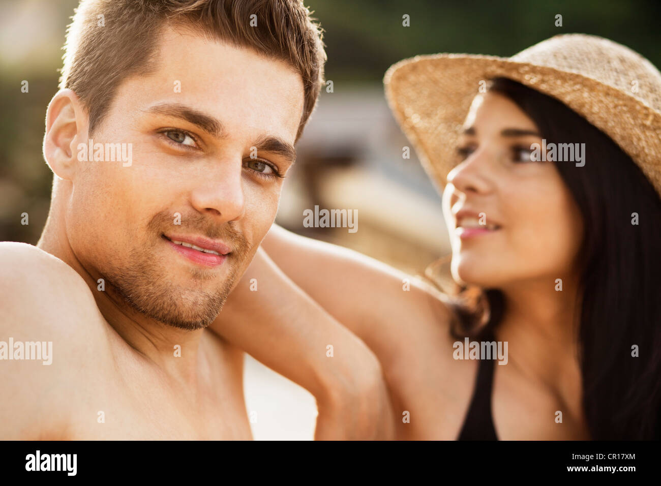 Couple relaxing on beach Banque D'Images