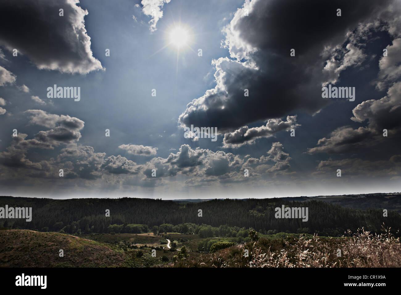 Nuages sur paysage rural Photo Stock