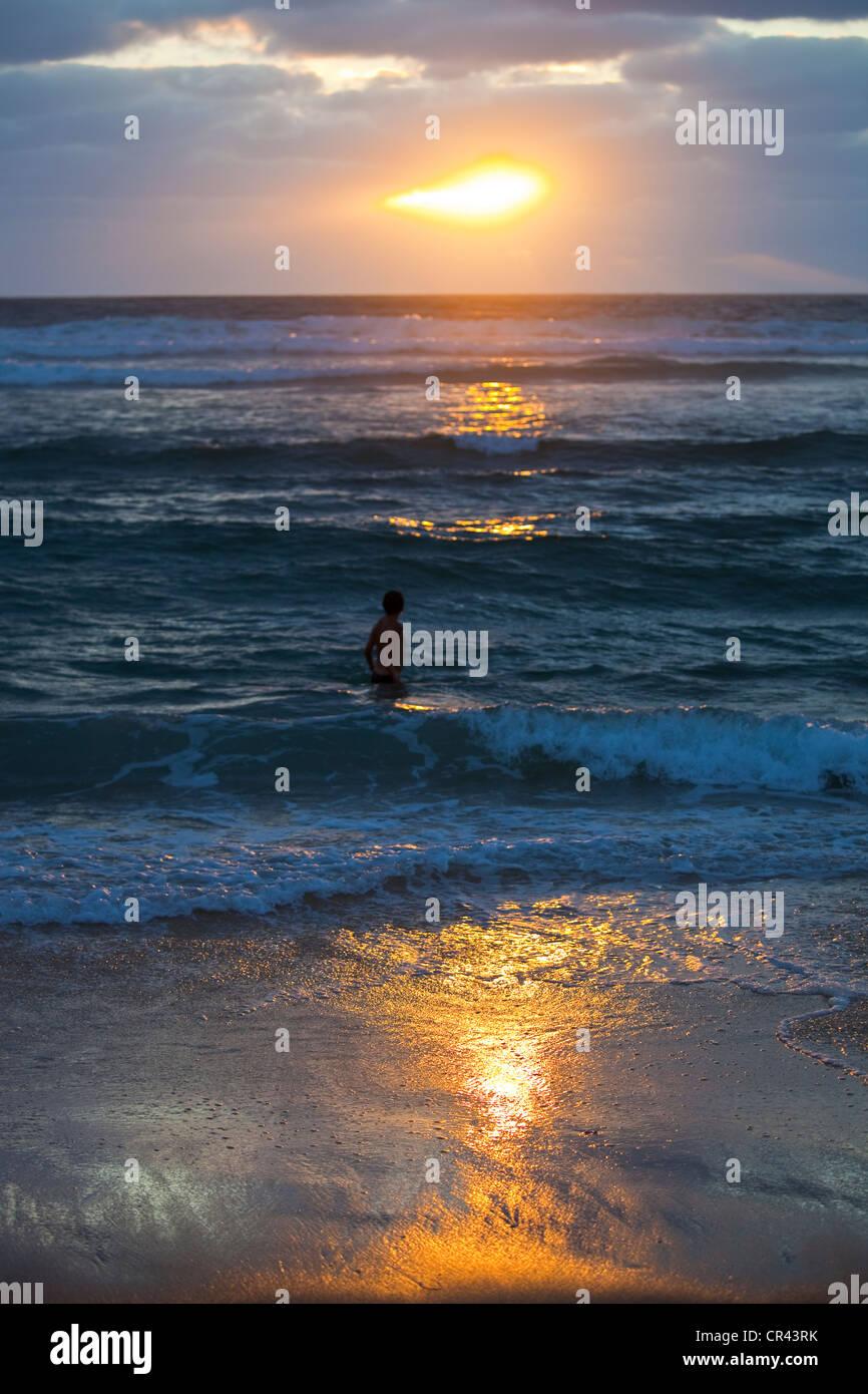 France, Aquitaine, Biscarrosse Plage, la plage sur l'océan Atlantique dans la soirée Photo Stock