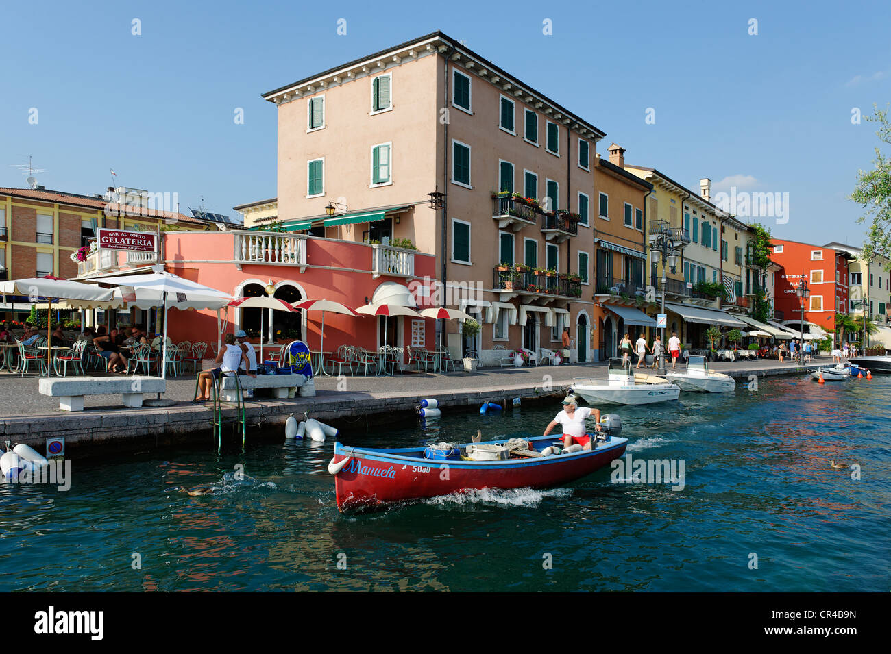 Promenade du lac à Lazise sur le Lac de Garda, Lac de Garde, Vénétie, Italie, Europe Photo Stock