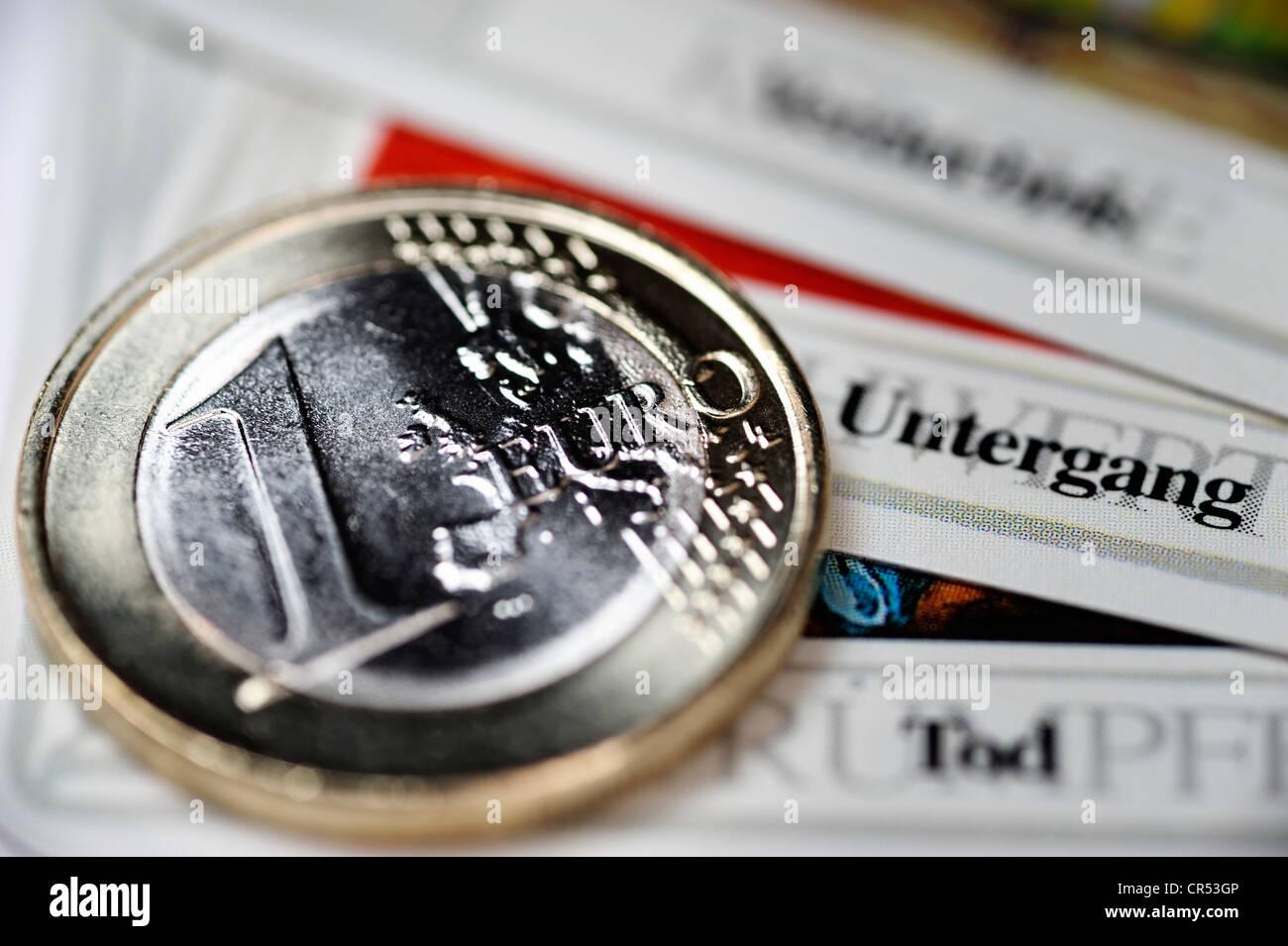 Pièce en euros sur la carte de tarot la mort, la destruction, la corruption, l'image symbolique de la rupture de Banque D'Images