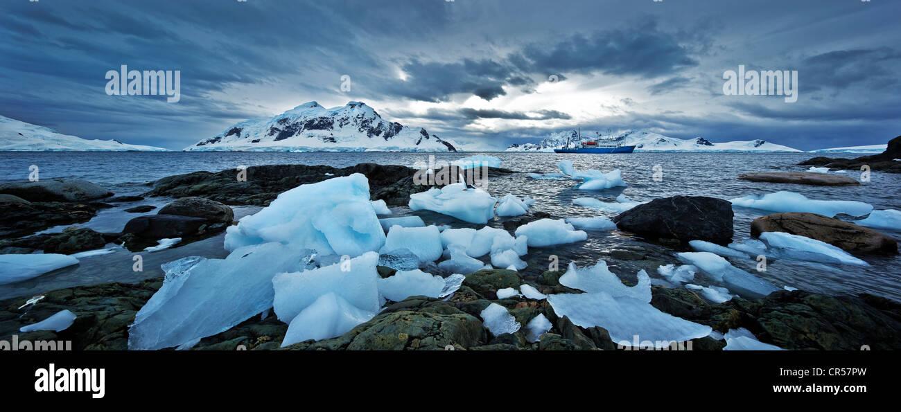La glace et rochers, Région de l'Antarctique, l'Antarctique Photo Stock