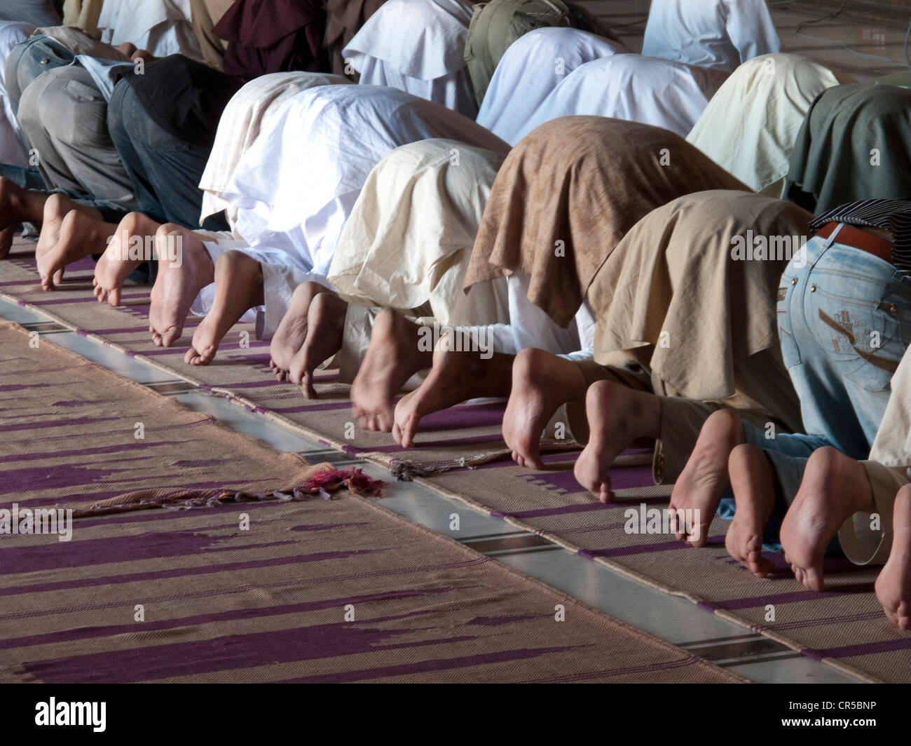 Les musulmans priaient à Jama Mashid à Lahore, l'une des plus grandes mosquées de l'Asie, Punjab, Pakistan, l'Asie Banque D'Images