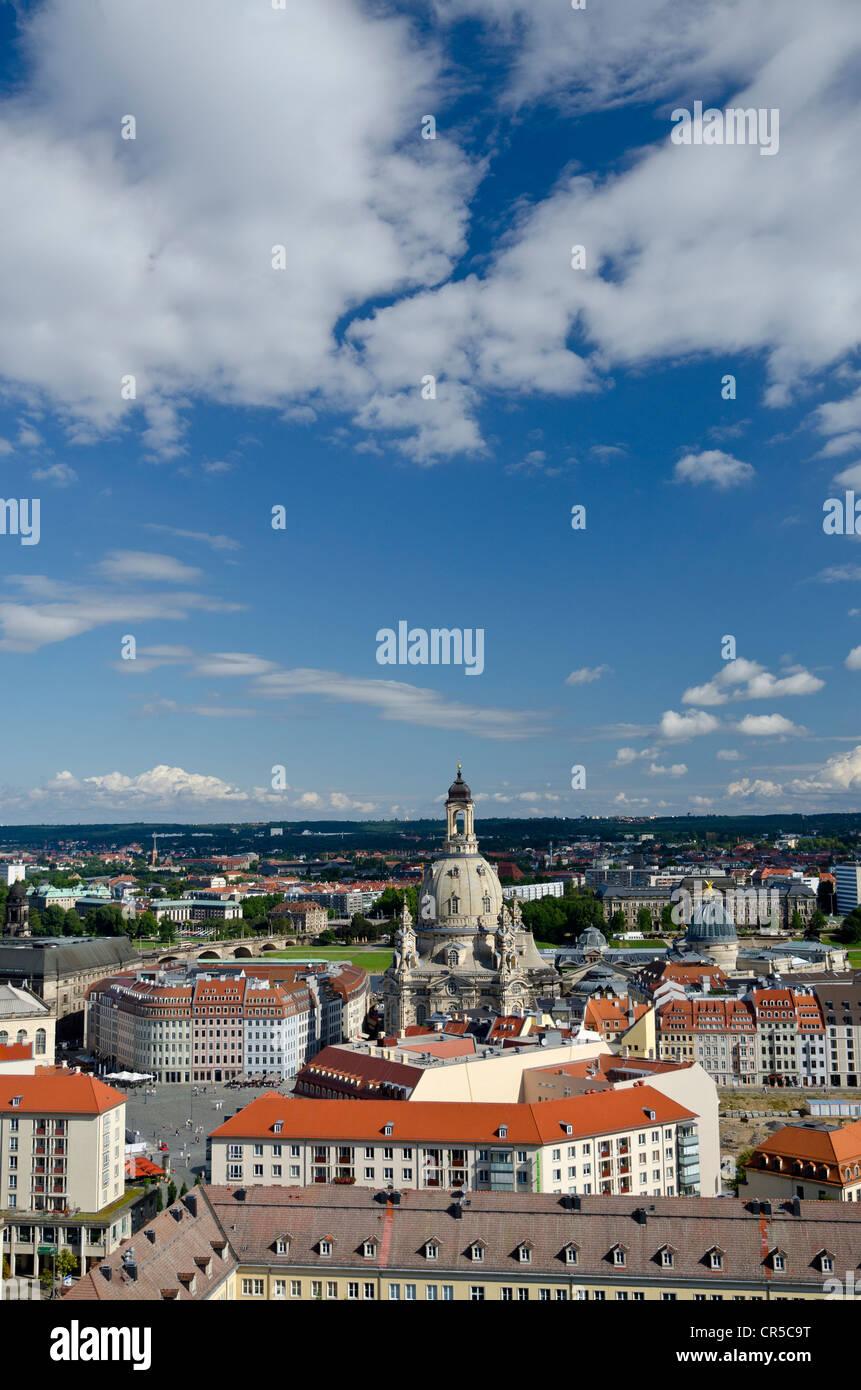 Vue depuis la tour de l'hôtel de ville Rathausturm sur avec l'église Kreuzkirche Altmarkt, Dresde, Saxe, Allemagne, Banque D'Images