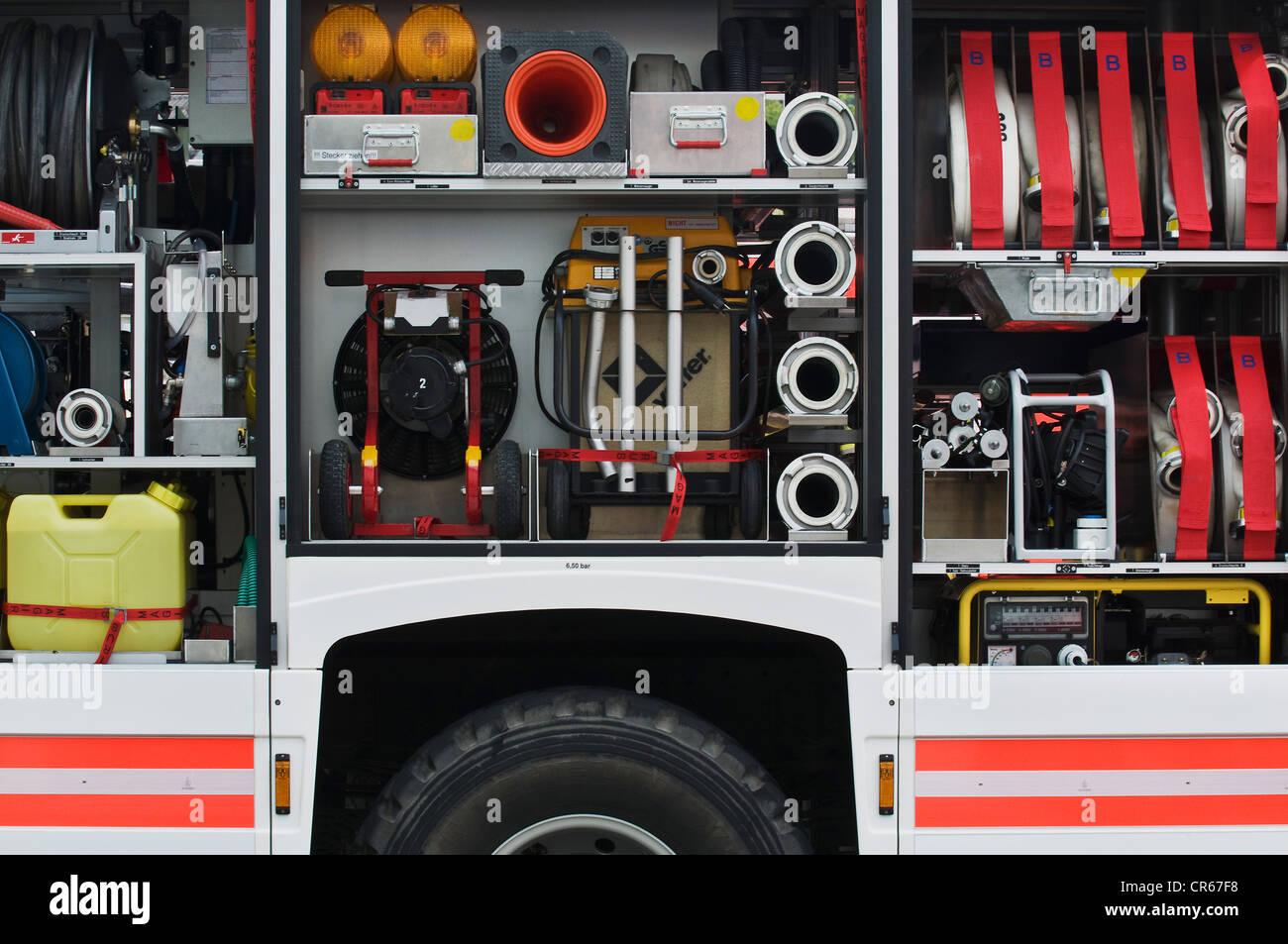 Outil bien approvisionné et les engins des services d'incendie du wagon, conteneur, générateur, Photo Stock