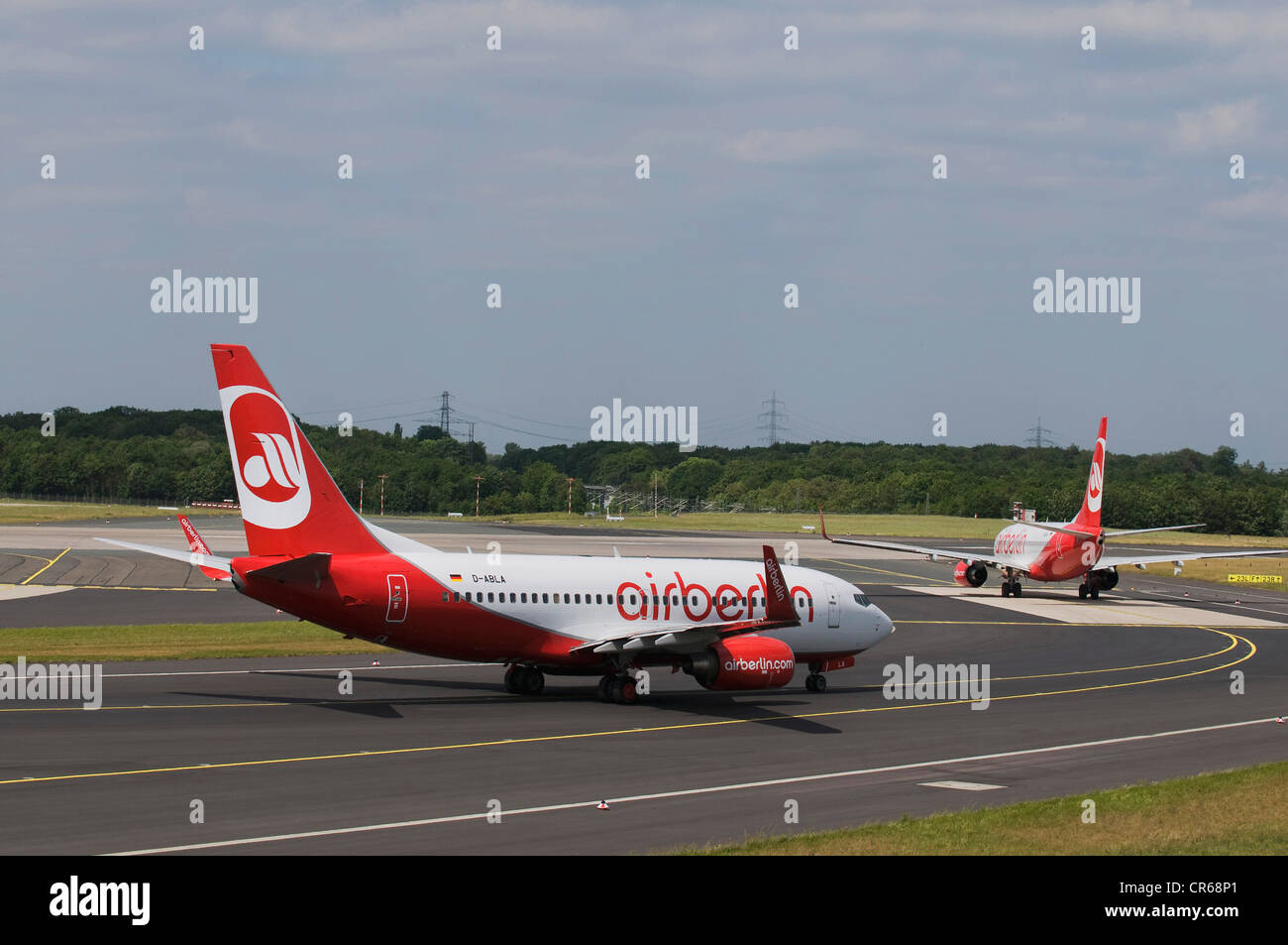 Airberlin deux avions qui une courbe, l'Aéroport International de Düsseldorf, Düsseldorf, Rhénanie Photo Stock