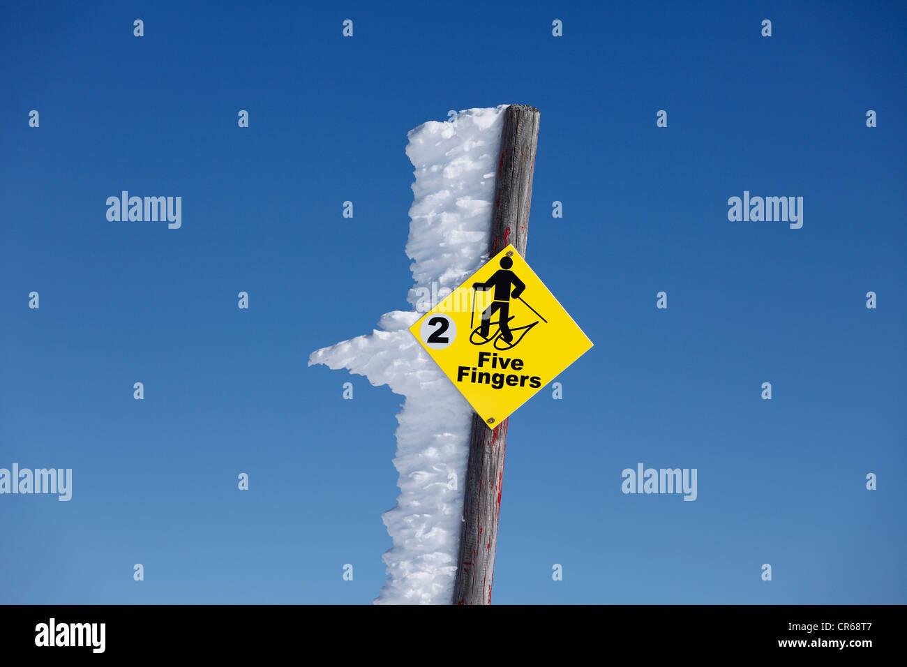 L'Autriche, Haute Autriche, de l'information signe pour les randonneurs en raquettes Photo Stock