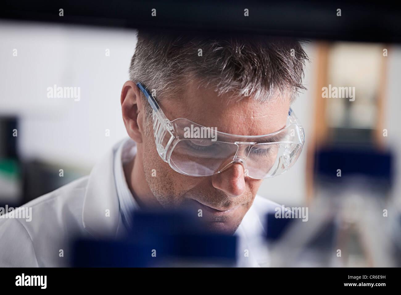 Germany, faisant de la recherche médicale, au laboratoire Photo Stock
