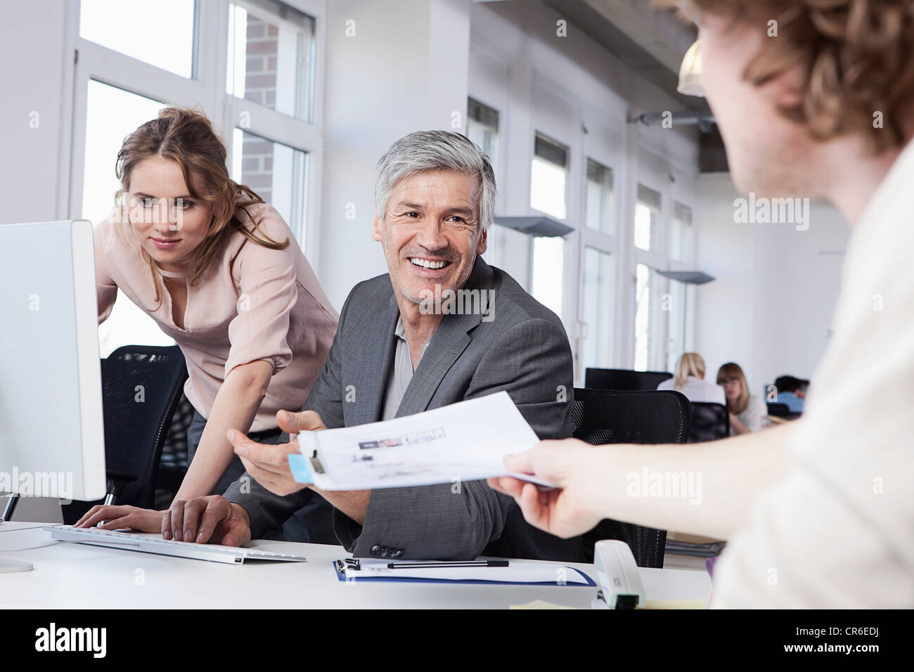 Germany, Bavaria, Munich, men and woman working in office Photo Stock