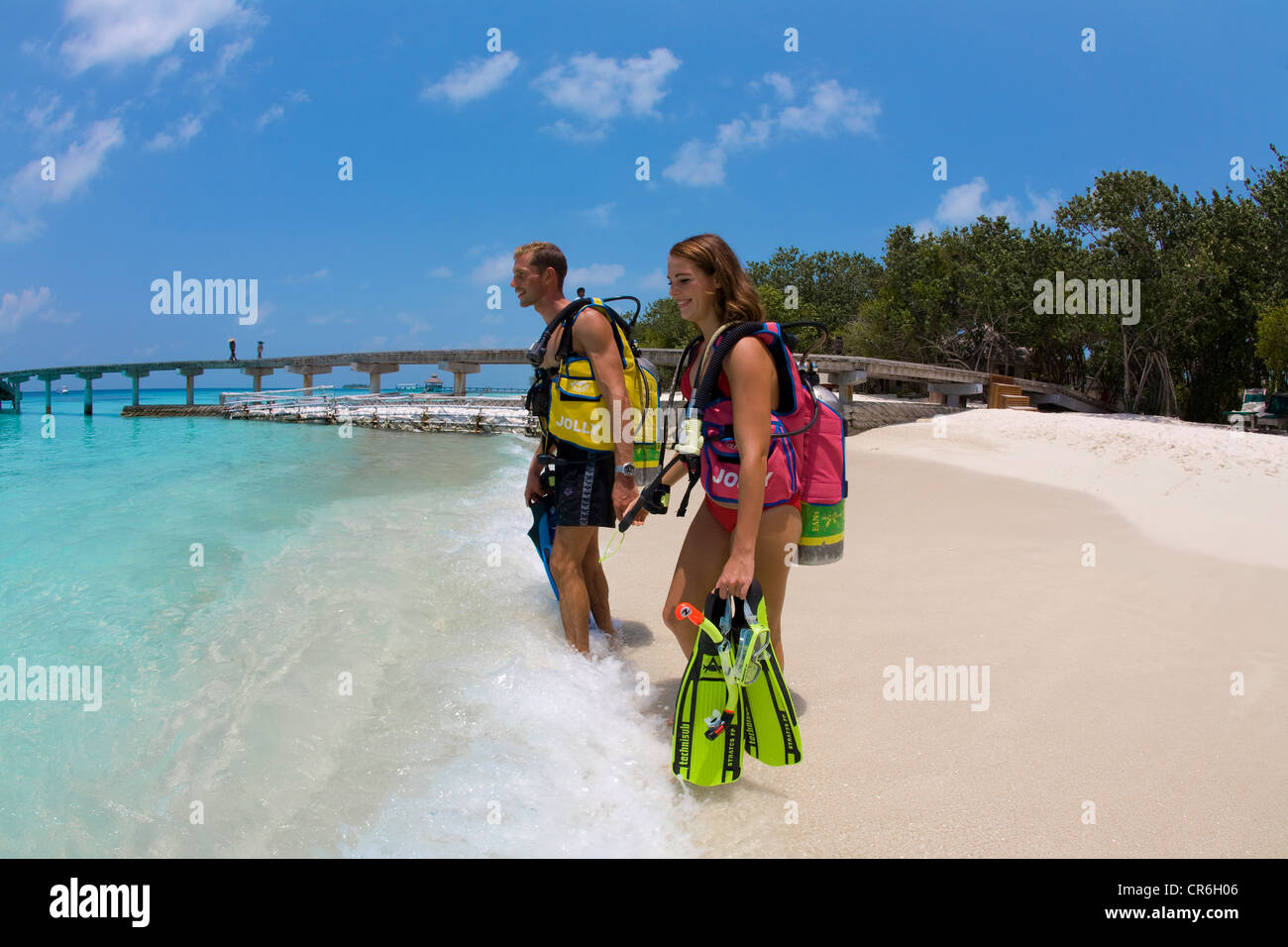 Couple, plongée sous-marine sur la plage de Reethi Beach Island, atoll de Baa, Maldives, océan Indien, Photo Stock